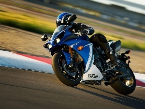 Yamaha R1, New