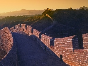 The Hills, Great Chinese Wall