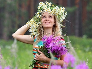 car in the meadow, small bunch, flowers, Blonde, forest, wreath
