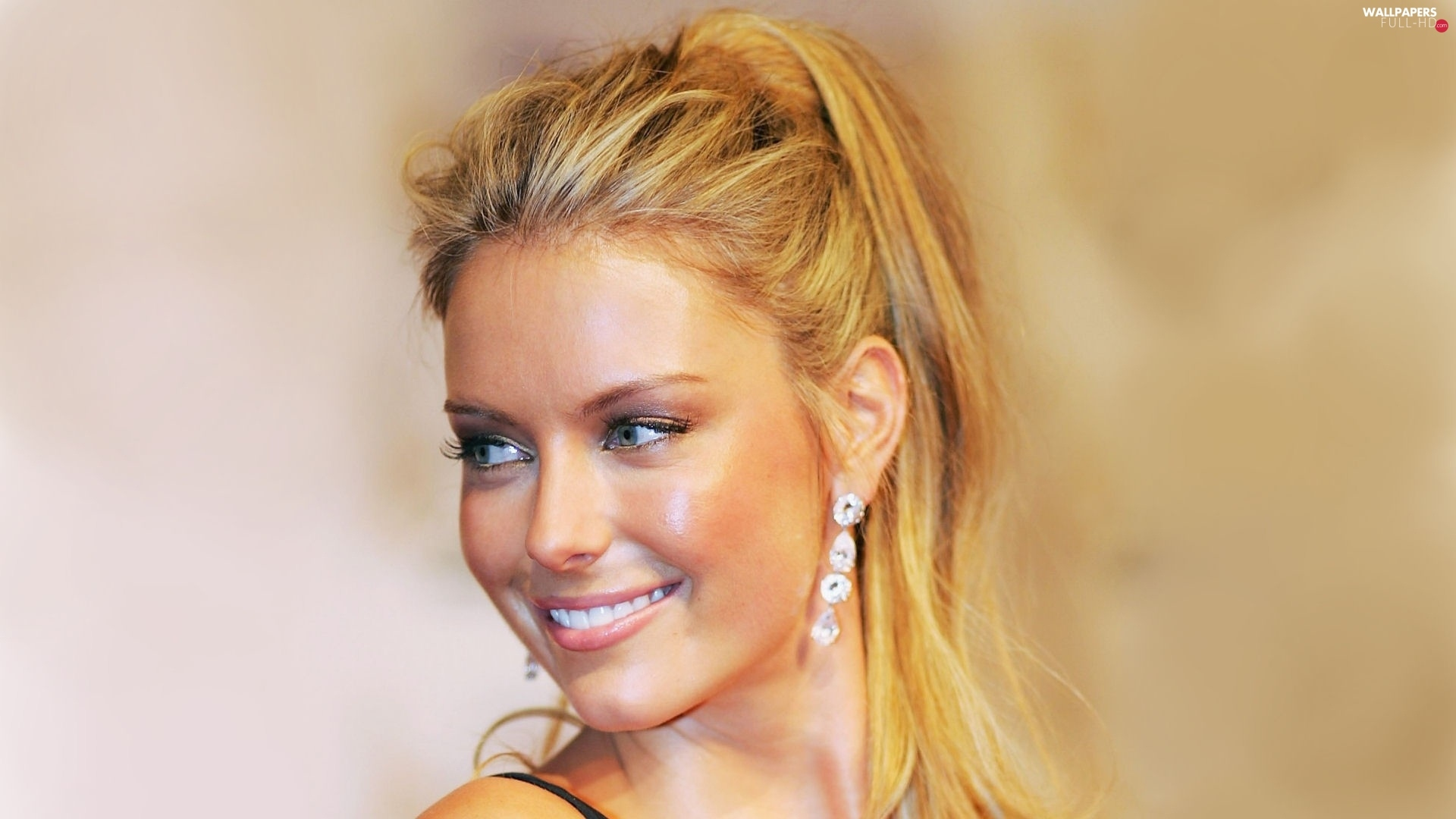 ear-ring, Smile, Jennifer Hawkins