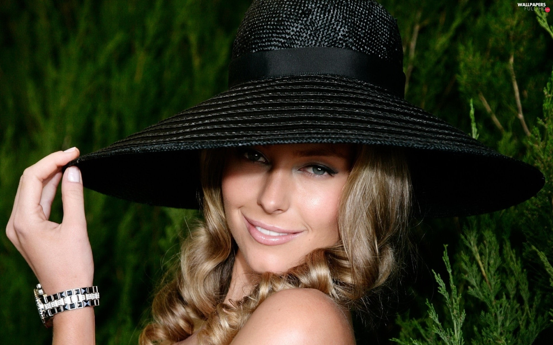 Hat, Smile, Jennifer Hawkins